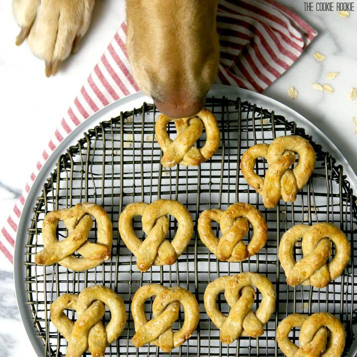 oat-and-apple-pretzel-dog-treats-feature